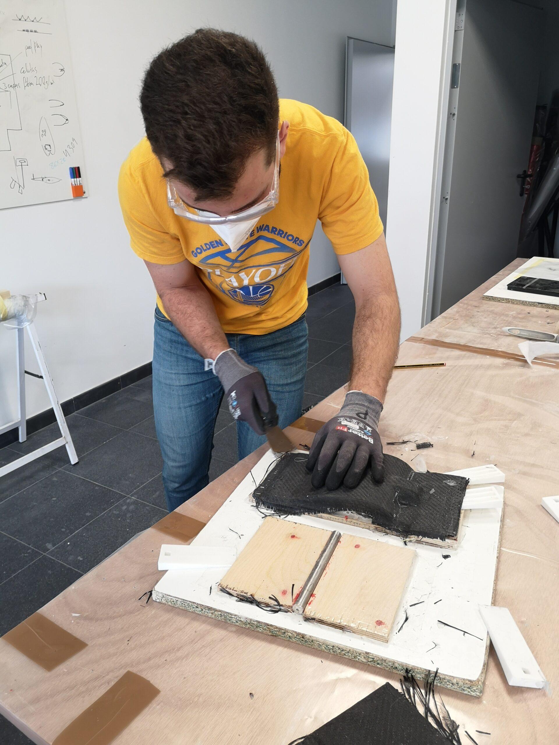 Proceso de laminado de piezas para los foils